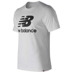 Camiseta New Balance Essentials Stacked Logo en color blanco para hombre.