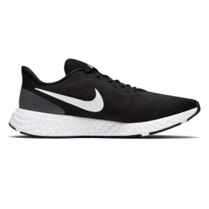 Zapatillas Nike Revolution 5 en color negro y blanco, de running, para hombre.